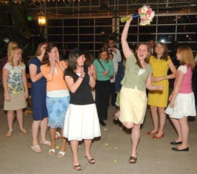 catching-the-bouquet